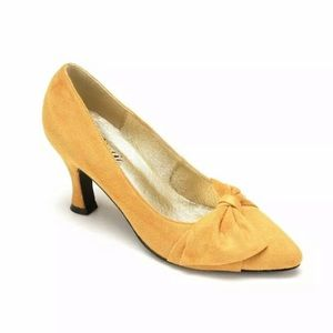 Muster Yellow Suede Charm Pump